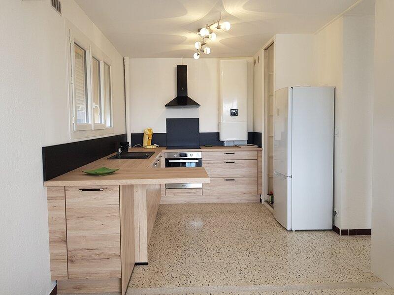 Loc. saisonnière - ref 0196 - T3 de 65 m² avec balcon, wifi et ascenseur., holiday rental in Bouzigues