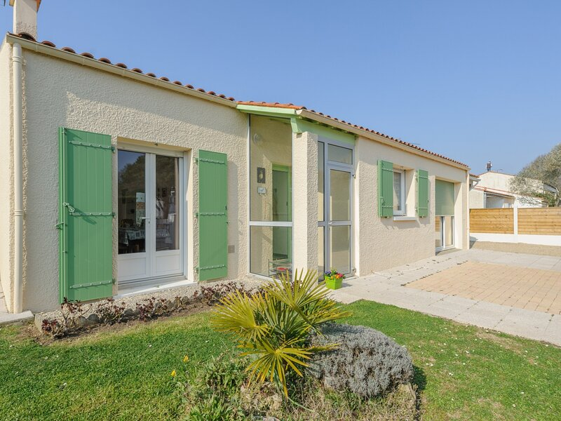 Maison 6 Personnes avec Jardin Wifi Parking Privé Equipements Bébé., holiday rental in Saint Vivien