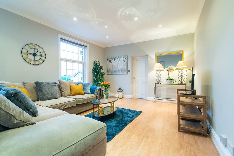 Modern Living 2 Bedroom Apartment South Wilmslow, Ferienwohnung in Alderley Edge