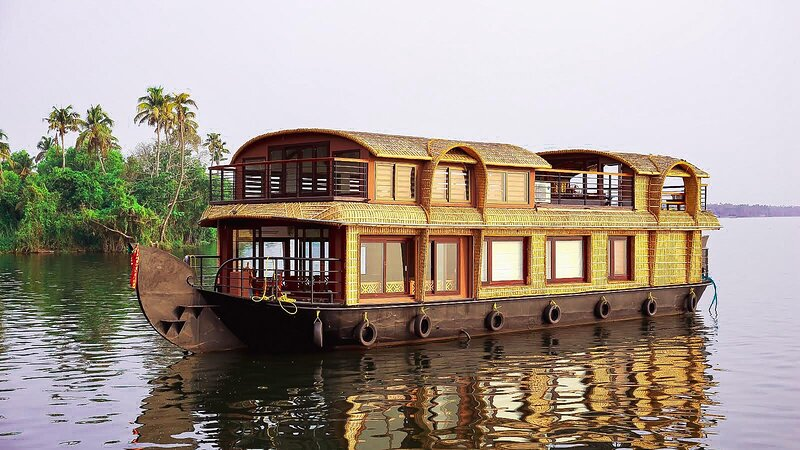 Gokul Cruise Lake Ripples |1 bedroom Luxury Houseboat, holiday rental in Alappuzha