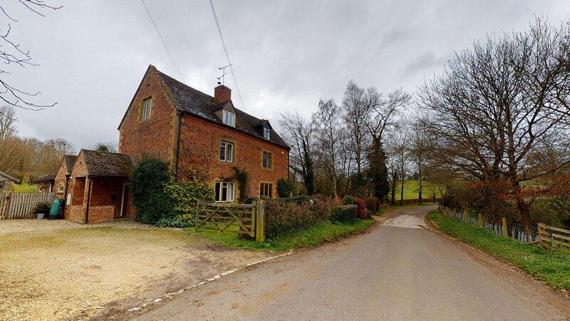 Idyllic three bedroom Cotswold Cottage nr Moreton-In-Marsh, location de vacances à Stretton on Fosse