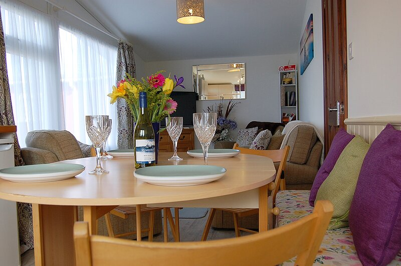 Seaside Chalet no 8 Bryn Y Mor Beach Side Park, vacation rental in Tywyn