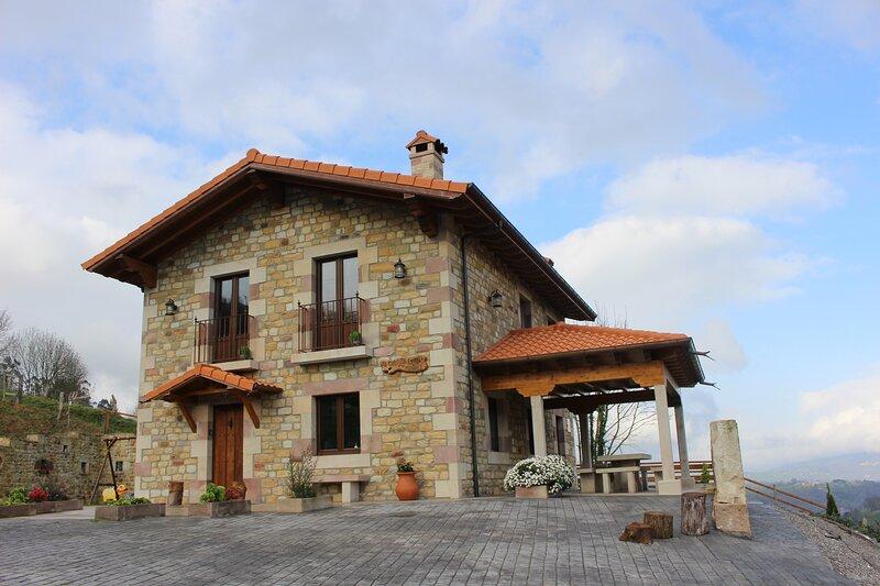 Cabaña de la Abuela de Selaya Chalet Vacacional, location de vacances à Espinosa de los Monteros