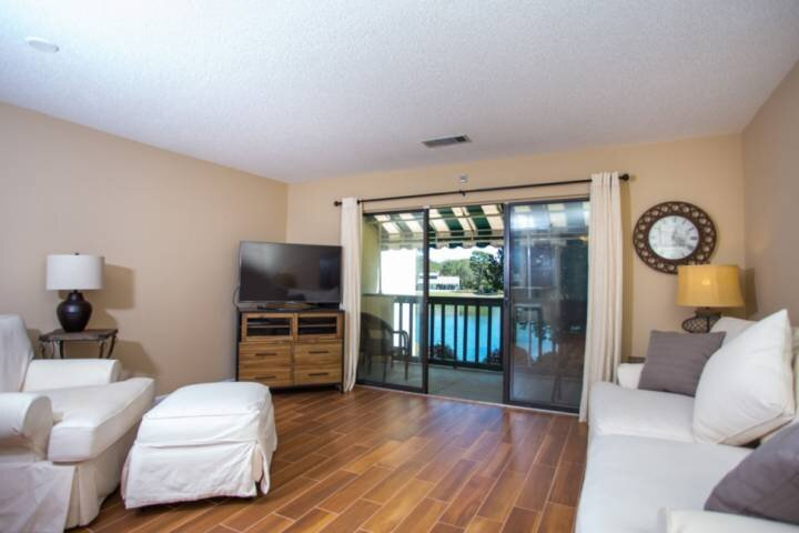 Newly Listed! Bluewater Bay Lakeside Condo.  Tennis, Swimming, Golf, Marina. Sho, holiday rental in Niceville