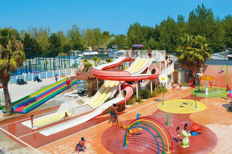 Grand Mobile-Home Familial, Top prestation, proche de la plage, Camping 4*, location de vacances à Serignan