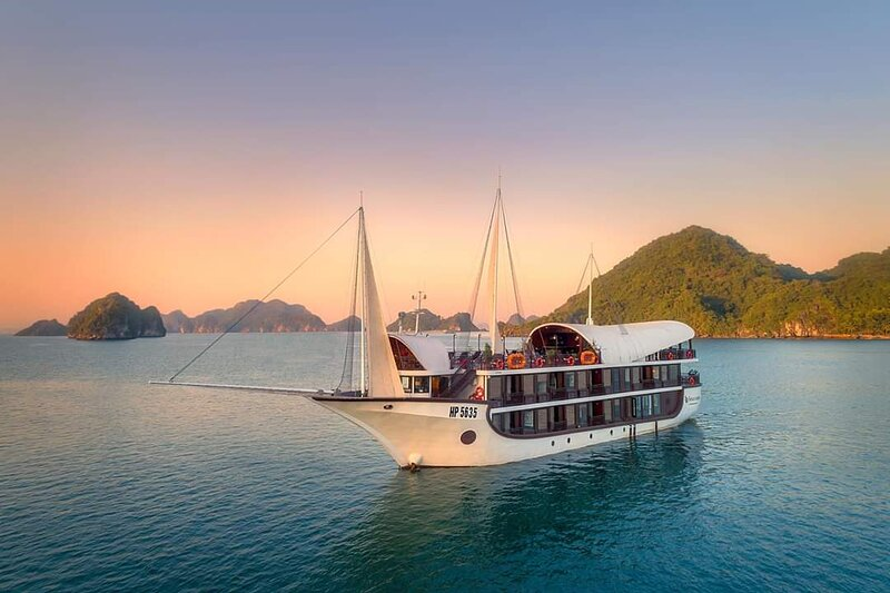 Sena Boutique Cruises 2days/1night, vacation rental in Halong Bay
