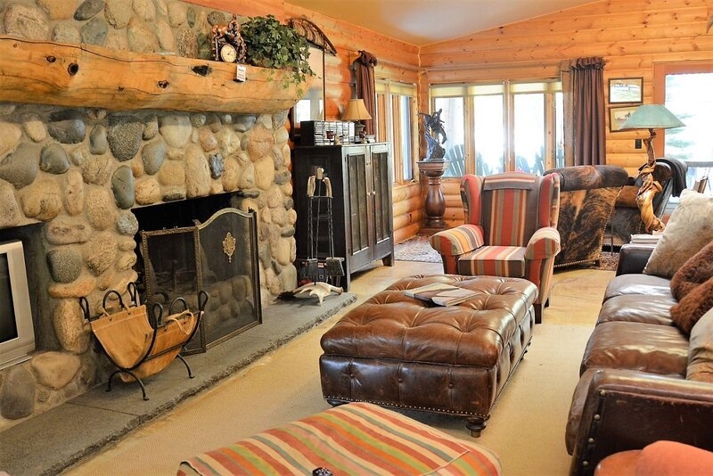 Creekside, Dog-Friendly and close to Downtown, Authentic Western Lodging!, vacation rental in Clark