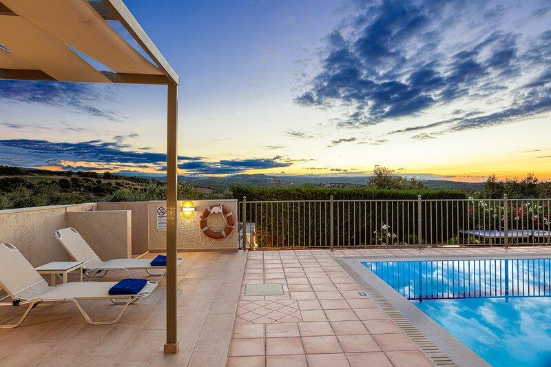Sensory pool elements & wonderful views.