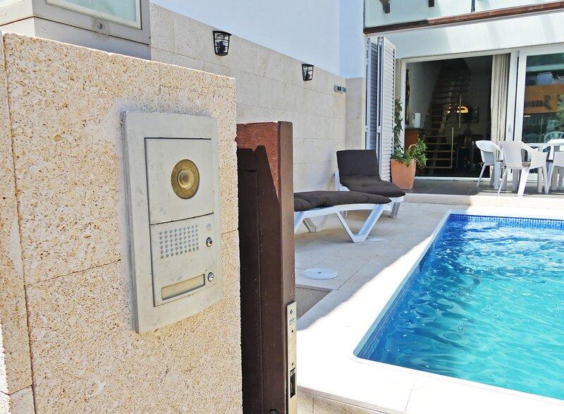 VILLA 11 PLAZAS CON PISCINA A 400 MTS DE LA PLAYA, holiday rental in Colera