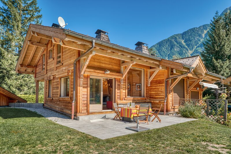La Cloche des Bois - Warm and welcoming 3 bedroom chalet, holiday rental in Les Praz-de-Chamonix