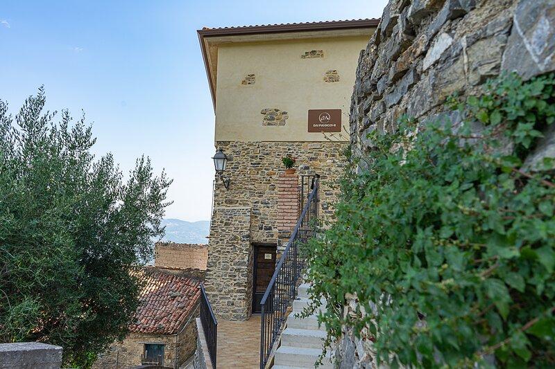 CilentoAndMORE - Dai Puddicchi - Cilento house, vacation rental in Novi Velia