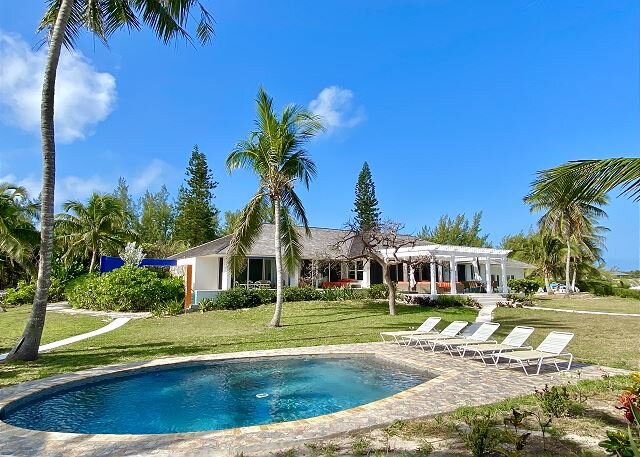 Secluded Pink Sand Beachfront Estate w/Htd Pool, Guest Cottage JUST REMODELED, holiday rental in North Palmetto Point