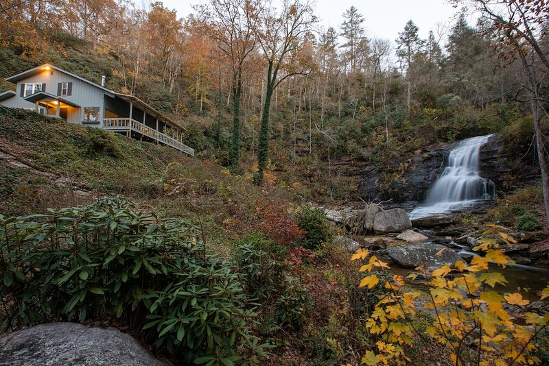 Waterfall House on 150 Acres - 3 King Rooms -One of a kind property !, casa vacanza a Pisgah Forest