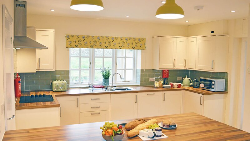 Meadow View, Coln St Aldwyns, Cotswolds - sleeps 6 guests  in 3 bedrooms, vacation rental in Fairford