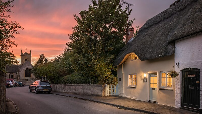 Old Fox Cottage - A beautifully thatched Cotswold cottage that's tastefully furn, holiday rental in Wickhamford
