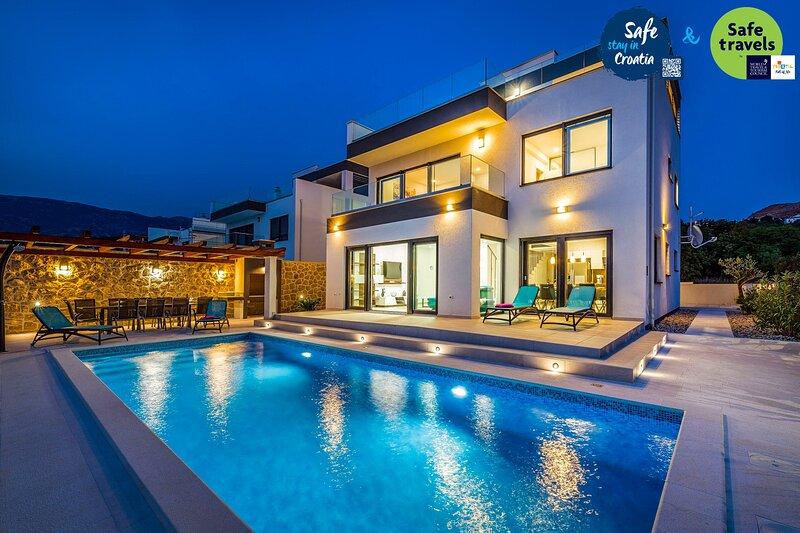Modern Villa Fortuna, in Dalmatia, with a Pool, vacation rental in Rovanjska