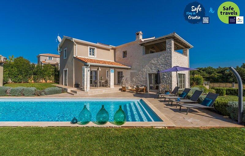 Lovely Villa Corinne, in Istria, with a Pool, location de vacances à Varvari