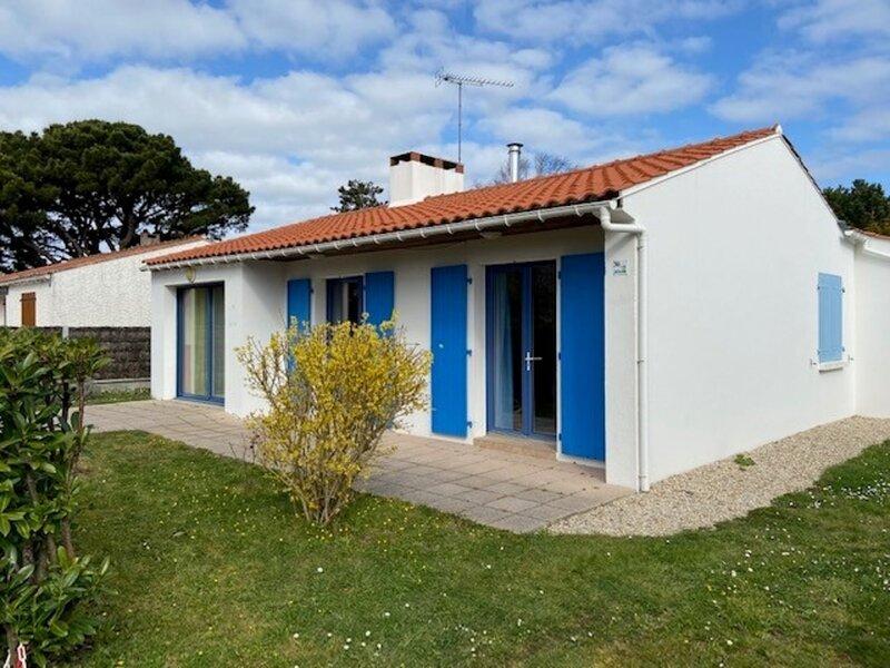 MAISON FAMILIALE IDEALE POUR LES VACANCES - COEUR DE BOURG - LE MARCHE A PIED, location de vacances à L'Aiguillon-sur-Vie