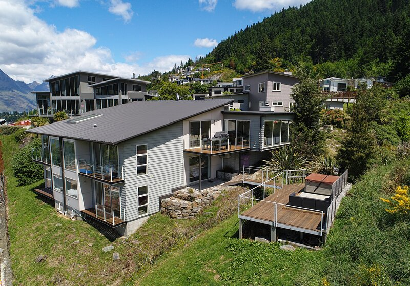 Highview Retreat - Huge holiday home, holiday rental in Arthurs Point