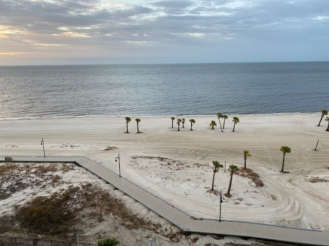 Directly On Biloxi Beach, holiday rental in D'Iberville