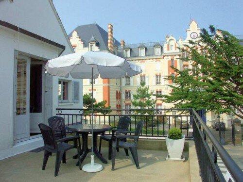 LOCATION LUNAIRE  (Apartment & Studio), right by superb sandy beaches!, casa vacanza a Saint-Lunaire