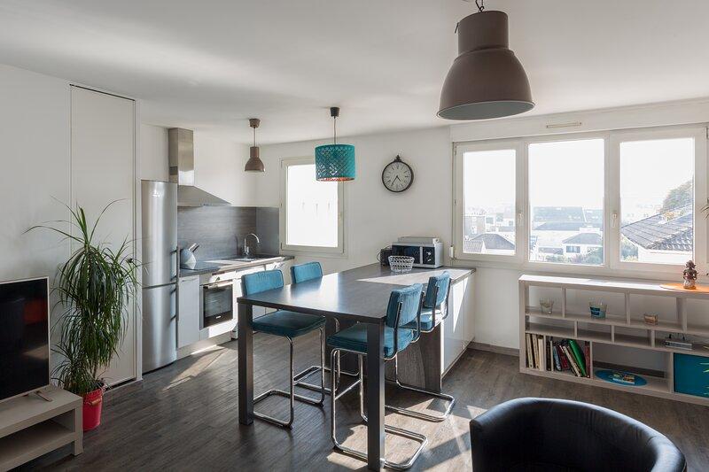 Boulard 70 - Appartement 6 personnes 2 Chambres Wi-Fi Parking Centre-ville Reims, location de vacances à Chigny les Roses