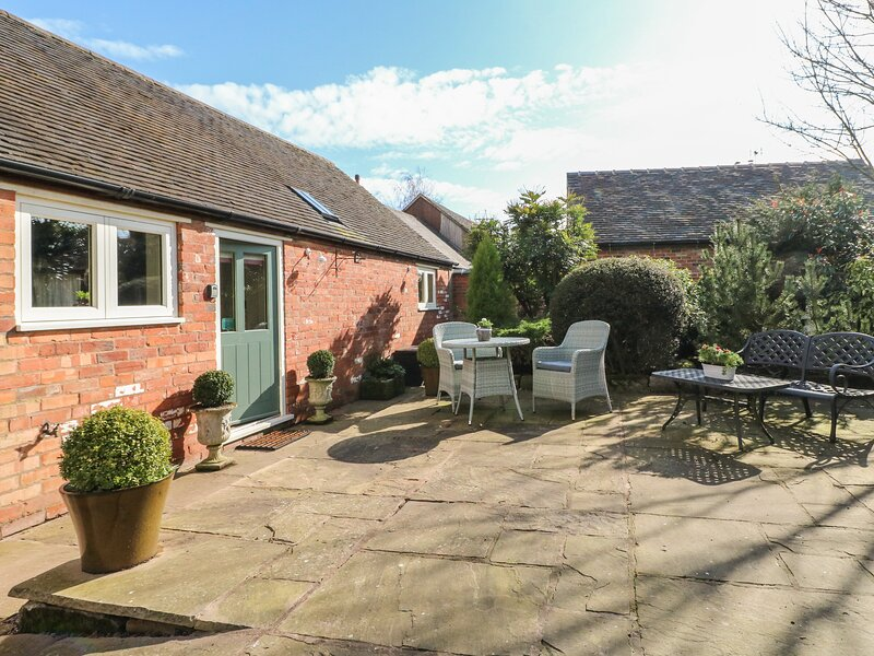 THE RETREAT, romantic, luxury holiday cottage, with hot tub in Hollington, casa vacanza a Bradley