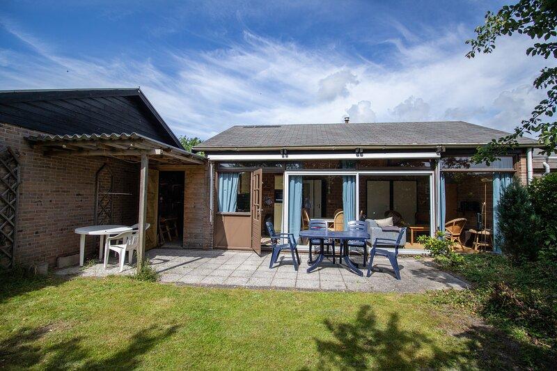 Ferienhaus für 5 Personen in Strandnähe mit Garten in Sint Maartenszee, vacation rental in Schagerbrug