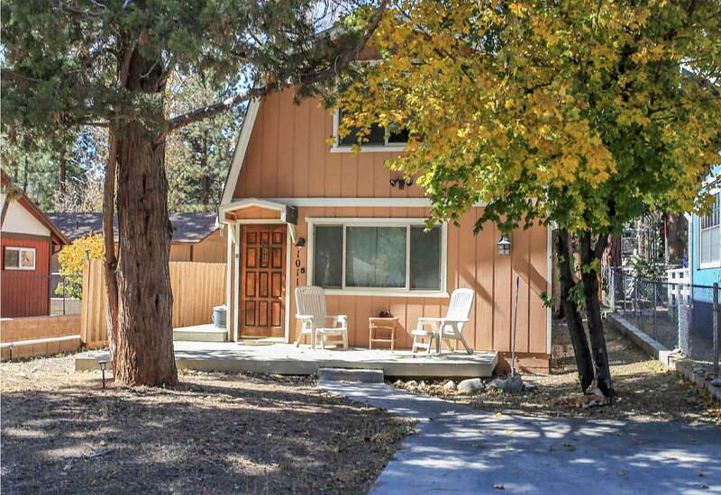 Cozy Moonlight Chalet, alquiler de vacaciones en Big Bear City