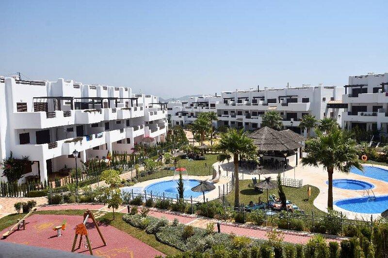 F420 Apartment with pool views, alquiler de vacaciones en Pulpí