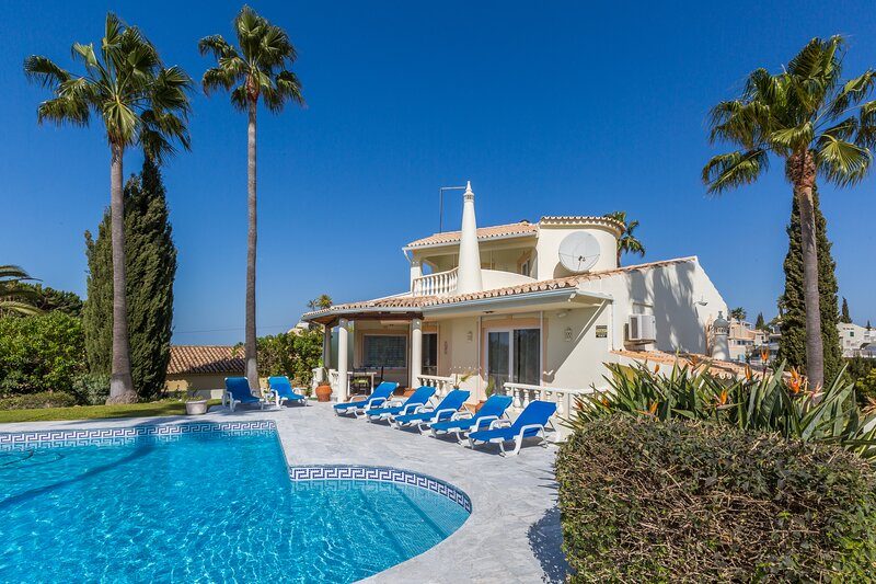 Magnifique villa dans un environnement paradisiaque vues mer, holiday rental in Patroves