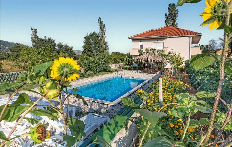 Amazing home in Ercegovci with Outdoor swimming pool, WiFi and 5 Bedrooms (CDT60, holiday rental in Dugopolje