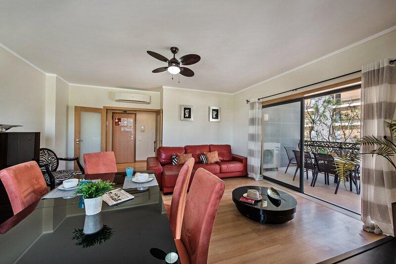 ApartStarfish|Super 3 bedroom apartment, adjoining bedrooms, shared rooftop pool, casa vacanza a Ilha Do Farol