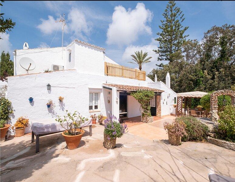 Villa Toraixa el encanto tipico de Menorca donde desconectar, aluguéis de temporada em Es Castell