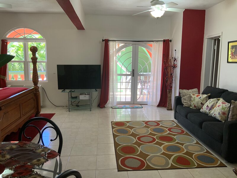 Suntastic Island Getaway. Great Location ! Breathtaking View! Romantic Sunsets, casa vacanza a St. Thomas