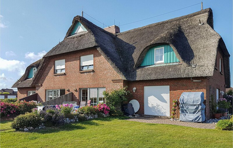 Beautiful home in Friedrichskoog-Spitze with WiFi and 2 Bedrooms (DSH825), holiday rental in Friedrichskoog