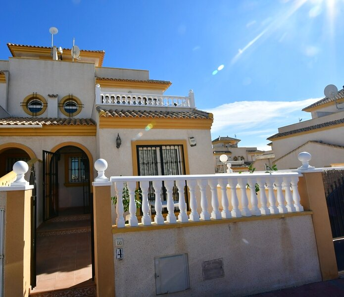 Jb Casa Del Sol Two bedroom semi detached house is the Spanish style, location de vacances à El Chaparral