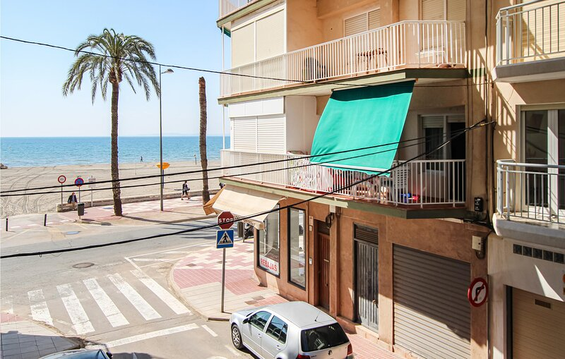 Awesome apartment in Santa Pola with WiFi and 3 Bedrooms (EBI424), location de vacances à Monte Faro