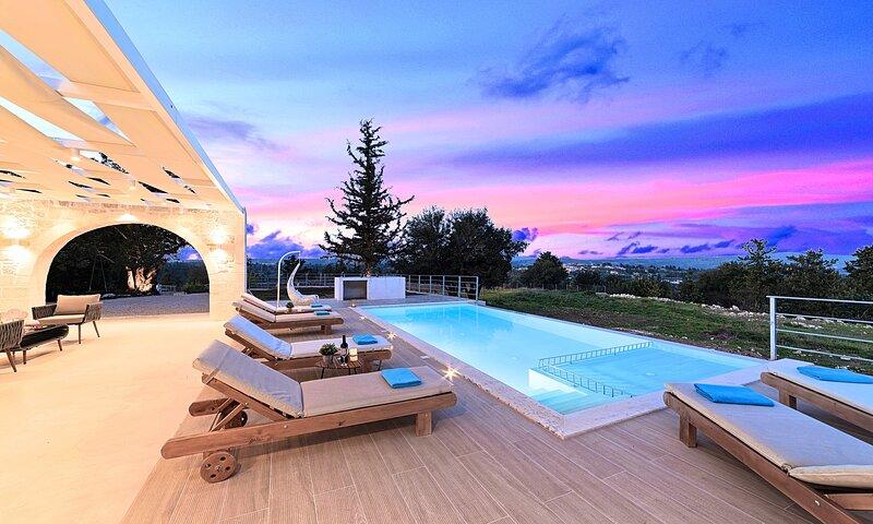 Orientem Villa Heated Pool, alquiler de vacaciones en Nipos