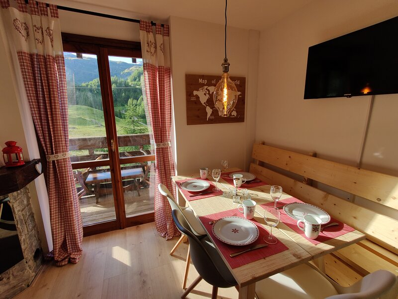 skichaletcervinia apt. Elena 4-6 people ski-in-ski-out sunny balcony south, holiday rental in Valtournenche
