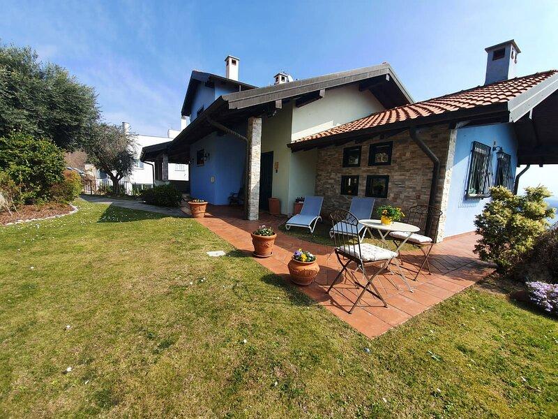 Villa degli Ulivi with lake view, holiday rental in Massino Visconti