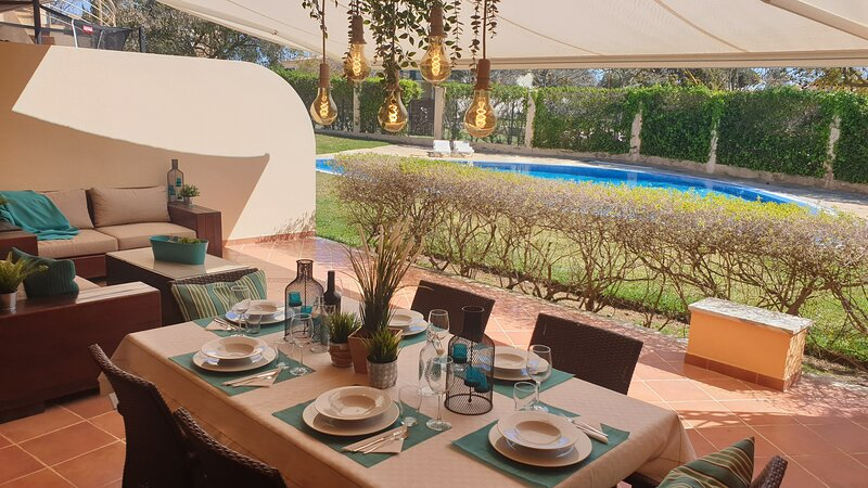 Its fantastic bright outdoor area faces the pool is one of our guest's favorite features of the prop