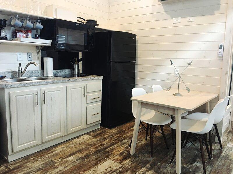 Waterview Two Bedroom Cabin #26 at Long Cove Resort, alquiler de vacaciones en Rock Hill