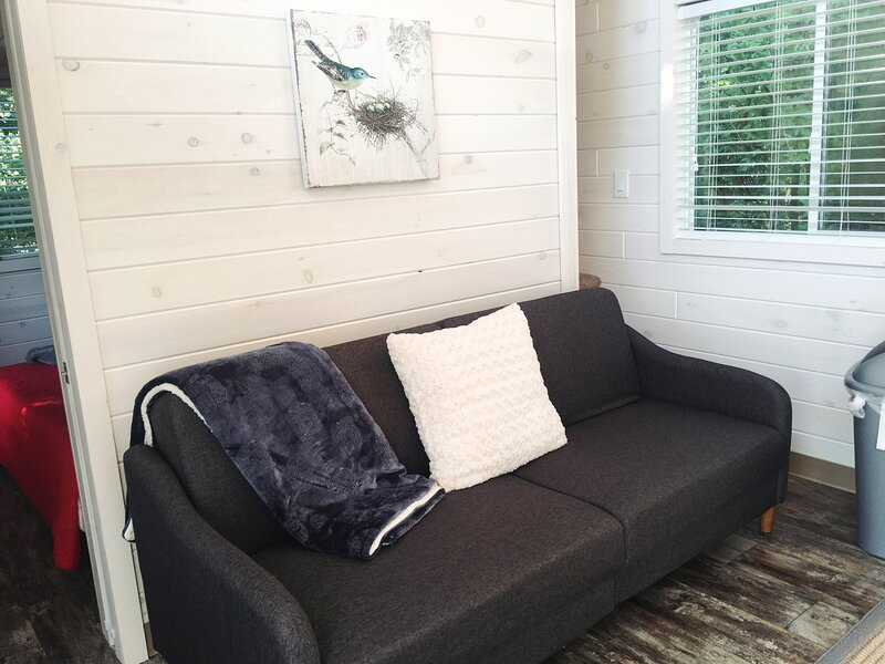 Lakefront Property Two Bedroom Cabin #35 at Long Cove Resort, vacation rental in Gastonia