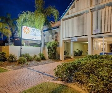 "⭐️ Central Noosa ""At the Sound"" Self Contained Aptmnt ⭐️, holiday rental in Doonan"