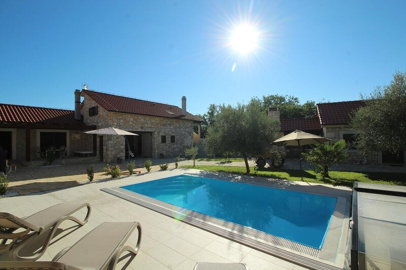 Two bedroom house Lovinac, Novigrad (K-18668), vacation rental in Policnik