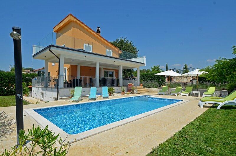 Villa Margherita with private pool, casa vacanza a Golas