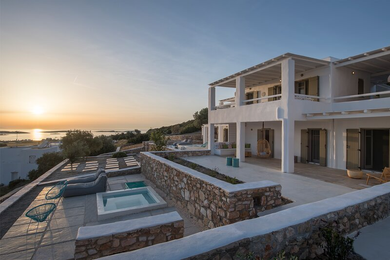 Calypso I 3Bedroom Villa with Jacuzzi - Ciel Villas, location de vacances à Pounta