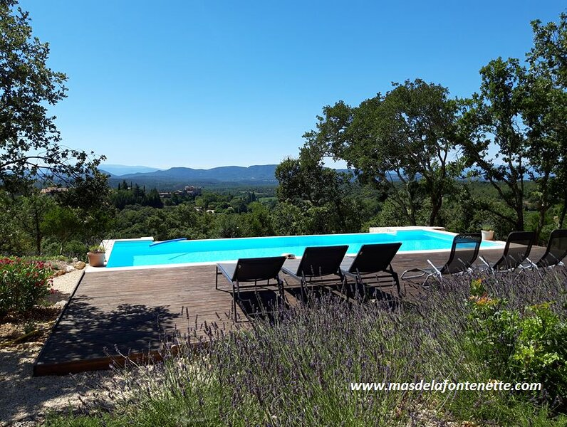Mas avec piscine à débordement 10 x 4 m. Vue exceptionnelle sur les Cévennes, location de vacances à Vallon-Pont-d'Arc