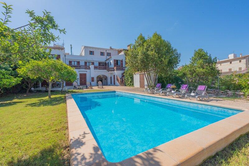 Ca's Padri Vacation Home - Alcina Vacations vistas al Castillo de Capdera, holiday rental in Font de Sa Cala